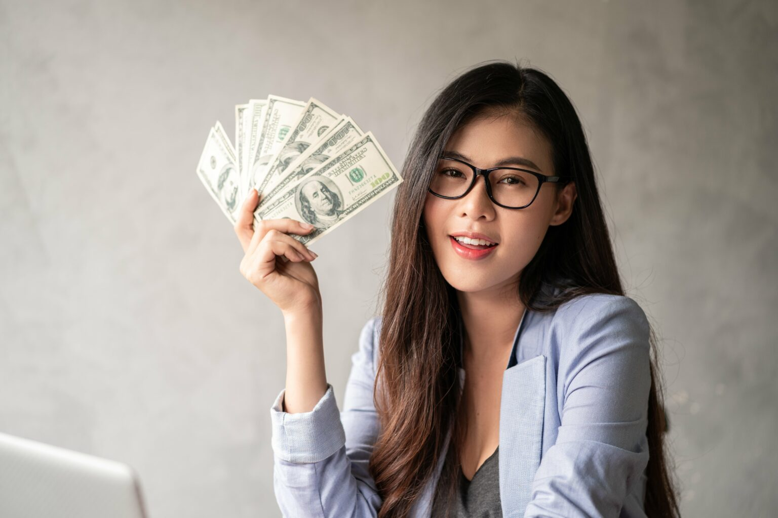 It's easy for you to quickly become a rich person, as long as you use this way!